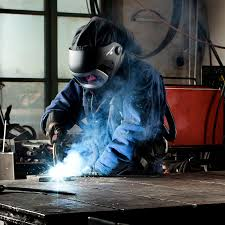 Риски и вредное воздейставие на сварщика при работе. Средства индивидуальной защиты