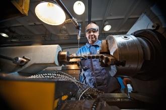 Наладка оборудования и рабочий процесс на токарном станке