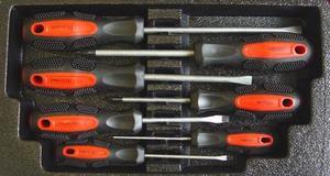 """Набор отверток  7шт (4 шлиц., 3 крест.) с магнит. нак., CrV, в картон. коробке """"CNIC"""" (KDNH020)"""
